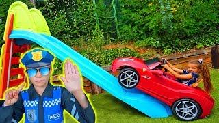 Claudia sube con su coche por un tobogan!! By Las Ratitas