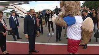 Премьер министр Никол Пашинян прибыл в Москву и погонял мяч с Забивакой