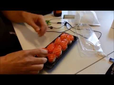Use The 'Reversal Technique' For Drip-Free Salmon Sushi [Video]