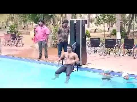 SWIMMING POOL LIFT