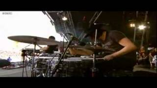 The Dead Weather - Die By The Drop (Live at Glastonbury 2010)