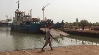 preview picture of video 'Bamba Tenda ferry crossing  - 27th February 2017'