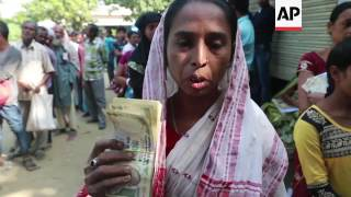 Indians queue to exchange money after currency ban
