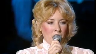 Barbara Fairchild - Tip Of My Fingers