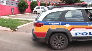 Negligência!  Duas crianças com menos de 2 anos foram encontradas sozinhas na rua por um adolescente