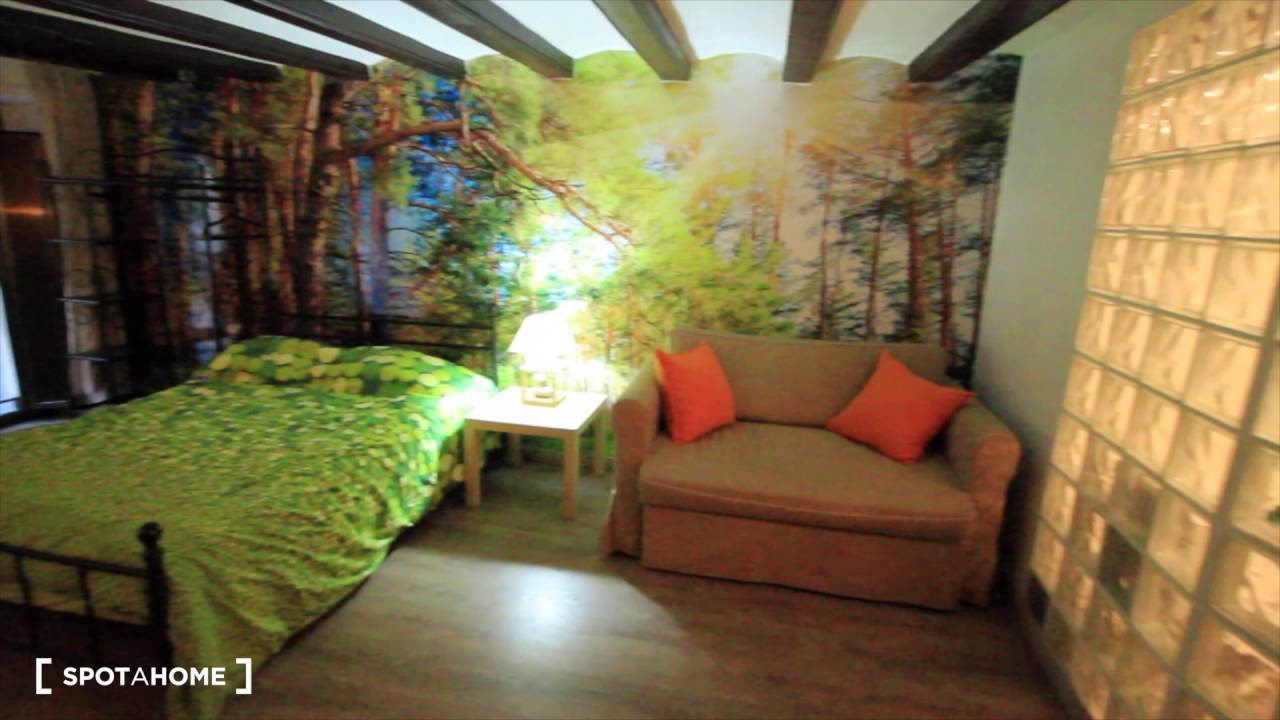 Elegant studio apartment with AC and balcony for rent in El Raval area