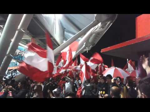 """""""""""Llegó la banda de La Plata"""" / Estudiantes 0 - Racing 4. Torneo de Transición 2014."""" Barra: Los Leales • Club: Estudiantes de La Plata"""