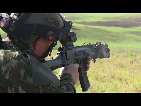 Los paracaidistas del Ejército de Brasil, listos para el salto en el ejercicio Culminating