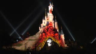 Mickey 90 Disney Illuminations on Castle Disneyland Paris Christmas 2018