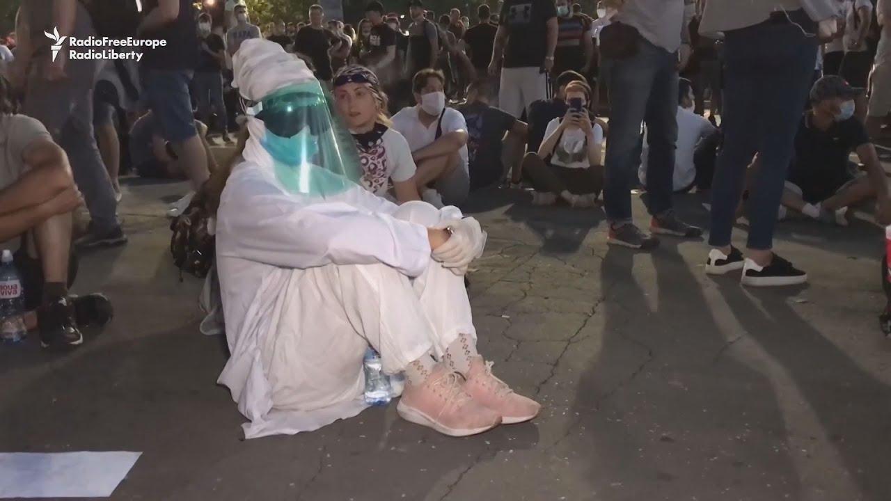 Καθιστική διαμαρτυρία στο Βελιγράδι και άλλες πόλεις της Σερβίας