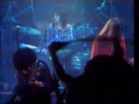 Thin Lizzy - Emerald (from Live & Dangerous) online metal music video by THIN LIZZY