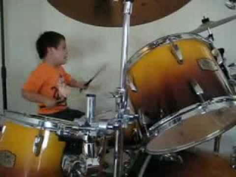 Watch videoSíndrome de Down: Elías en la Batería