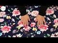 Se produktvideoen til Bomuldsjersey med roser og blomster - navy på YouTube