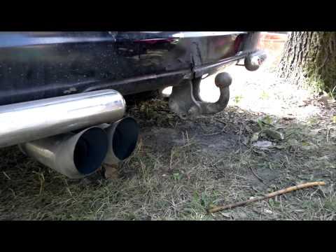Im Motorblock fließt das Benzin durch den Luftfilter