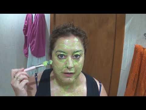 Mask na may baselina at castor oil para sa mukha
