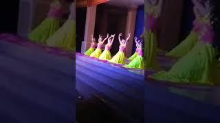 Minh Hứa Vlog   Buổi biểu diễn văn nghệ của trường vô cùng đẹp mắt
