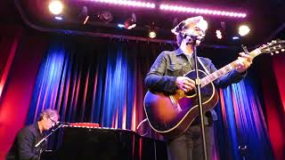 "Dan Wilson performs ""Free Life"" at Cafe 939 in Boston on 29th Sep 2017"