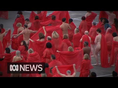 Hundreds of men and women are all nude at the roof of the supermarket - GIGAZINE