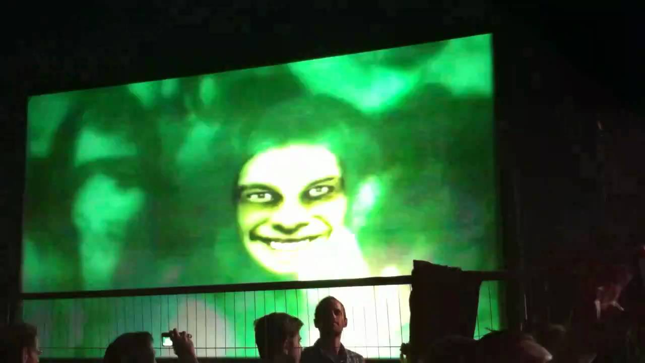 Confused Ravers Terrorised By Aphex Twin's Face Mapping Demonstration