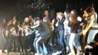 shake it  hahahah - chris brown