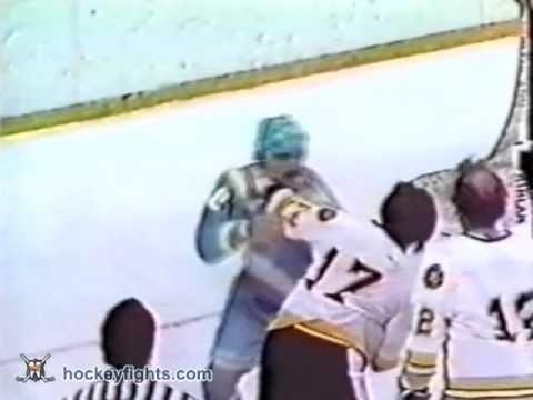 Bobby Schmautz vs. Rick Hampton