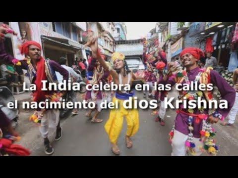 La India celebra en las calles el nacimiento del dios Krishna