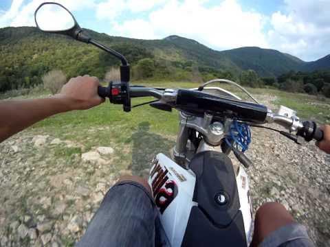 Enduro con Aprilia RX 50 - Caduta scampata