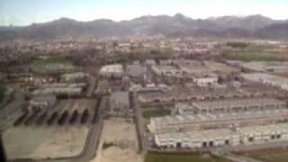 preview picture of video 'Atterraggio a Orio al Serio Bergamo -  landing  ( sulle strisce pedonali )'