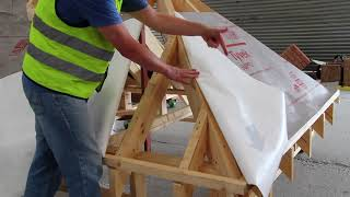 How to install roofing membranes – hip details - Tyvek® roofing membranes