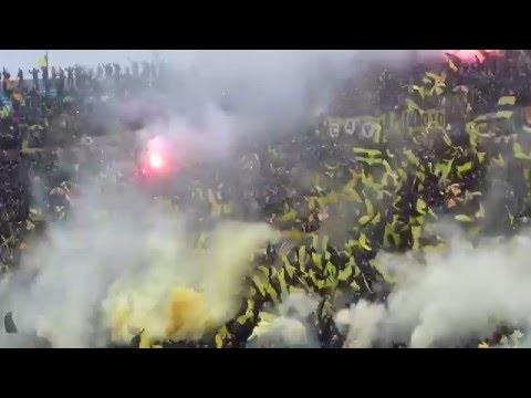 """""""Recibimiento de Peñarol en el Clásico del Torneo Clausura 2016"""" Barra: Barra Amsterdam • Club: Peñarol"""