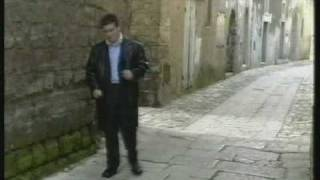 preview picture of video 'Gianni Esposito- ma ca' chiagn'affa' (1).avi'