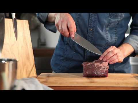 Blogger Uwe Spitzmüller zeigt den richtigen Umgang mit dem WMF Fleischmesser