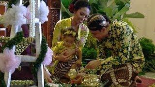 Ayu Dewi Gelar Ritual Tedak Sinten - Intens 30 Desember 2013