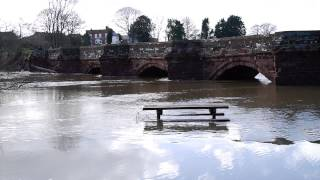 preview picture of video 'A Very Swollen River Dee flowing under Farndon Bridge'