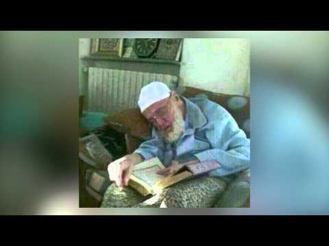 انظرو إليه ختمها بالقرآن .. نسأل الله حسن الخاتمة .