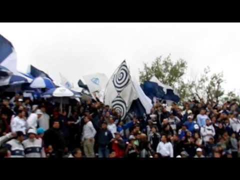 """""""Quilmes vs Atlanta. Entrada de la Banda (VeroGabyQac)"""" Barra: Indios Kilmes • Club: Quilmes"""