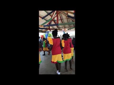 Στη Γκάνα της Αφρικής παιδιά ψάλλουν τον Εθνικό Ύμνο της Ελλάδας και χορεύουν ποντιακά! (βίντεο)