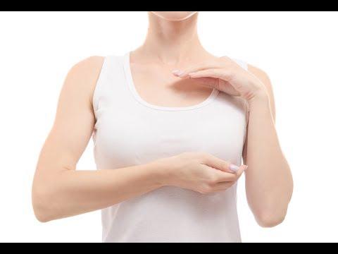 Le linge de compression au plastique sur les poitrines