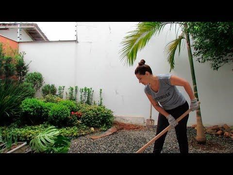 Deck com chuveiro no jardim