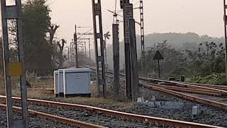 preview picture of video 'Ajmer Sealdah Superfast express crossing Barakar river'