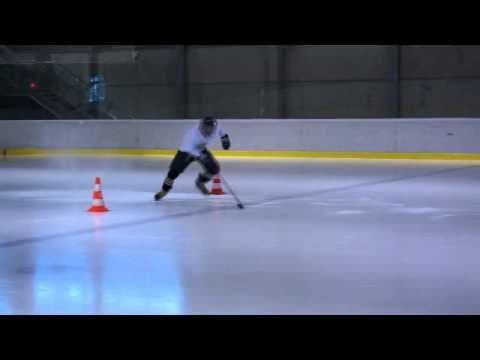 Korčuľovanie vpred na 40 metrov so zmenami smeru.