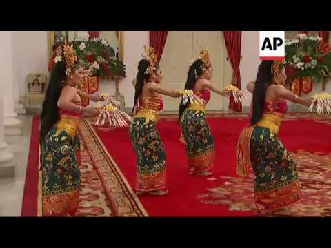 Pence, Widodo Watch Traditional Indonesian Dance