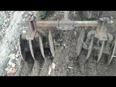 , title : 'Market gardening organic weed control Planet Jr bp1 walkbehind tractor with b62 disc hilling garlic