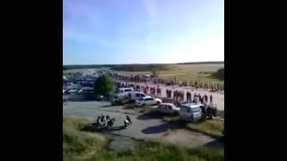 Драг рейсинг тюнинегованных авто на взлетной полосе