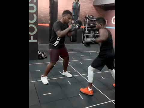 #boxing #boxingtraining #coachmathi #boxingworkout #padworkout #punchingbag #bagworkout #fitness #ma