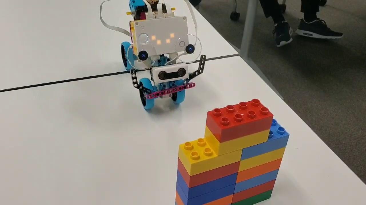 障害物を回避する尺取りロボット