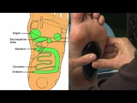 Gribok der Nägel die Behandlung beim Füttern von der Brust