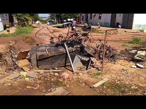 Rua Afonso Cunha interditada pelos moradores na Trizidela