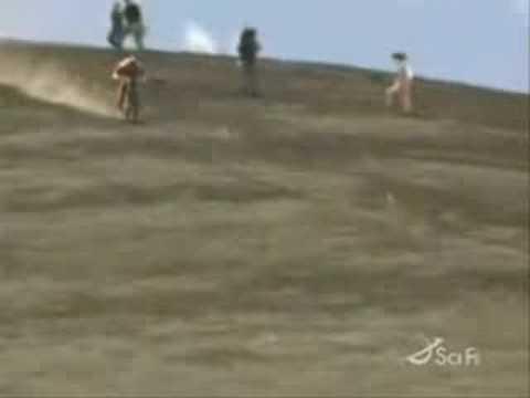Xe đạp lao xuống đốc với vận tốc kinh hoàng , và cái kết cũng kinh hoàng!!