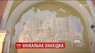 В Одеському Палаці студентів випадково знайшли унікальні фрески